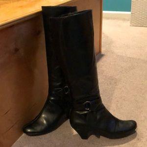 Aerosoles infamous black boots size 8M man made